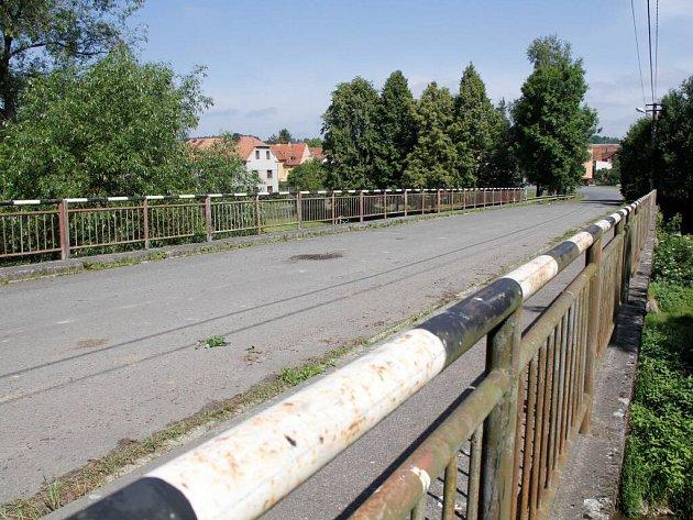Most za obcí Křenovy je ze 70. let.