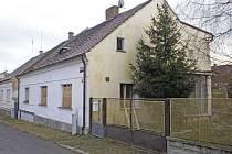 V TOMTO DOMĚ ve Staňkově bydlela devětašedesátiletá Ivanka Vacíková dva roky bez souhlasu majitele.