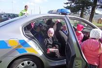 Policisté na návštěvě u kolovečských dětí.