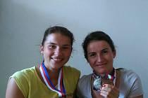 MEDAILISTKY Z POSTŘEKOVA. Barbora a Kateřina Berouškovy uspěly na republikovém šampionátu v běhu na kolečkových lyžích.