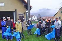 Hasiči v Němčicích vysbírali odpadky v obci a okolí.