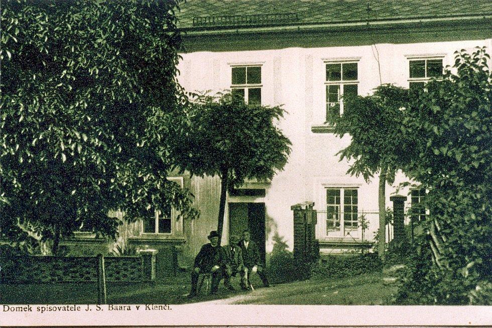 Dům č. p. 140 v Klenčí pod Čerchovem, který koupil v roce 1912 kněz a spisovatel Jindřich Šimon Baar (na snímku). Ten odkázal celý svůj majetek rodnému Klenčí pod Čerchovem. Přál si, aby dům sloužil místní kultuře a osvětě. A tak se později budova proměni