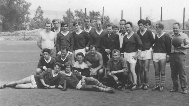 Fotbalový tým Desta Domažlice, fotografie z Děčína v roce 1969.