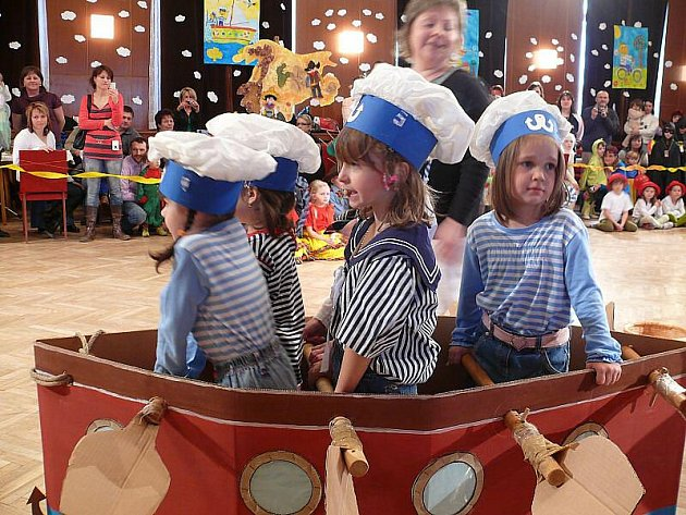 Dětský maškarní karneval ve Staňkově.