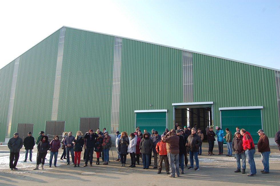 Z otevření nových hal pro dojnice ve firmě Agro Staňkov