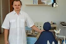 Stomatolog Jan Ludvíkovský otevřel po pěti letech ordinaci v Kolovči.