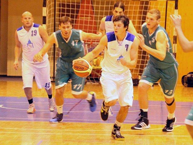 Druholigoví basketbalisté Jiskry Domažlice porazili baník Most a postupují v poháru do dalšího kola.