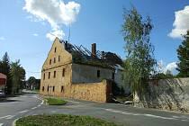 Bělský zámeček je v havarijním stavu.
