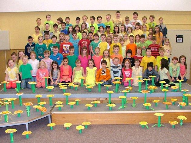 Kolovečtí školáci vítali jaro.