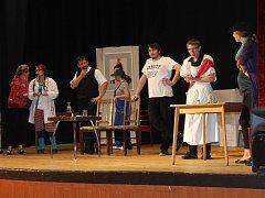 Kdyňský ochotnický soubor Máj v těchto dnech zahájil přípravu nové divadelní  hry. Datum její  premiéry se naplánuje až  podle celkového průběhu příprav.