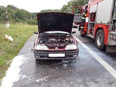 Mezi Bořicemi a Kdyní došlo ve čtvrtek po čtvrt na tři odpoledne k požáru osobního auta.