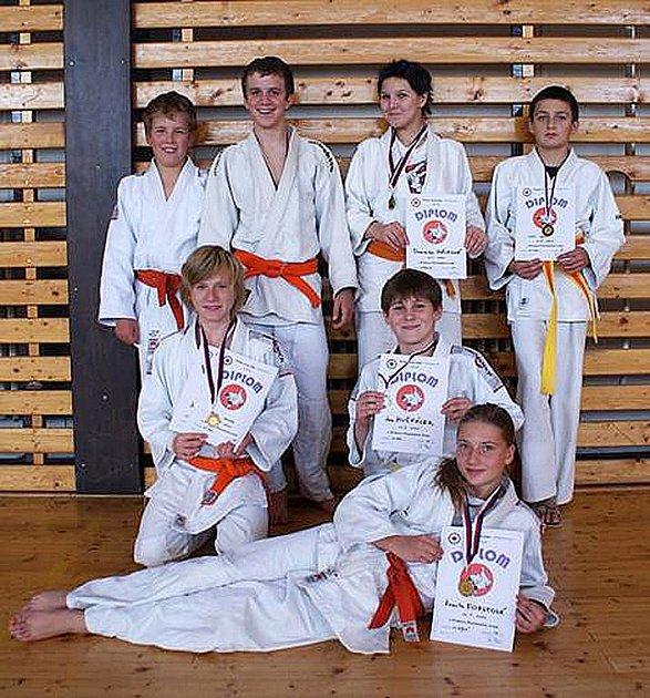Úspěšní závodníci Judo – clubu Domažlice, kteří se z Plzně vrátili s několika tituly oblastních přeborníků.