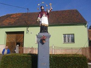 V Němčicích zrenovovovali sochu sv. Jana Nepomuckého.