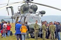 Letecká záchranná služba z Líní přilákala se svým vrtulníkem pozornost všech návštěvníků Dne otevřených dveří na staňkovském letišti.