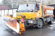 Vozy zimní údržby domažlického střediska silničářů.