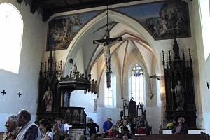 V kostele Nalezení Svatého Kříže.