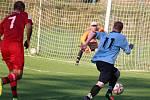 FK Holýšov B (v modrém) - Sokol Osvračín (v červeném) 2:2, na penalty 2:4.