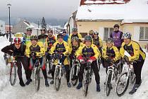 Poslední porce kilometrů v roce 2010 zdolali bikeři při silvestrovském výšlapu s Jabkoty Kdyně.