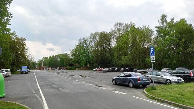 Parkoviště se plánuje rekonstruovat.