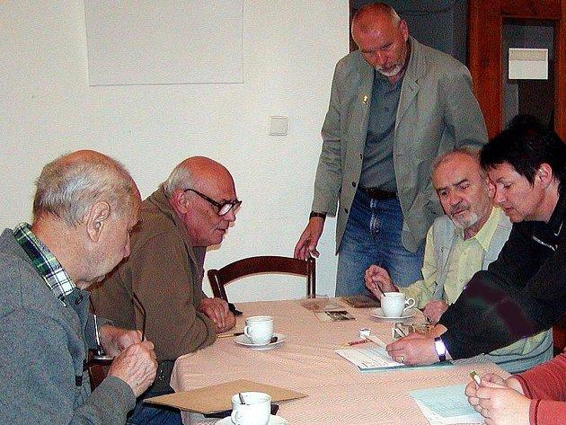Členové kulturní komise pracují na druhém dílu publikace Žili v Horšovském Týně