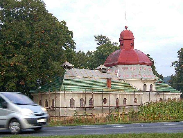 Hřbitovní kaple v Holýšově.