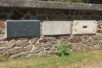 Základní kámen - podstavec - památníku husitské bitvy na Baldově.
