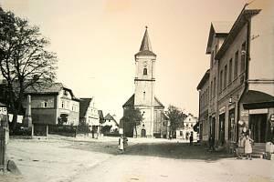 Historička Kristýna Pinkrová připravuje publikaci o historii Bělé nad Radbuzou a okolí. Na snímku je náměstí ve 30. letech minulého století.