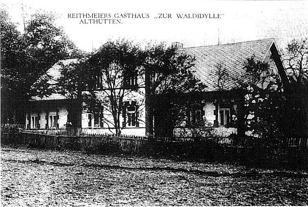 Historická pohlednice hostince ve Staré Huti.
