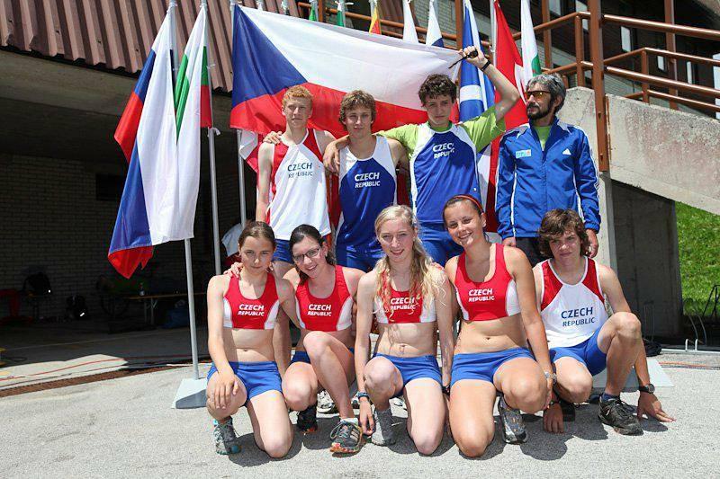 Jiří Královec (vpravo nahoře) při mládežnickém světovém šampionátu v atletice ve Slovinsku.