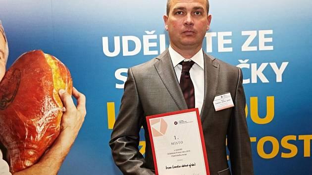 Jednatel firmy František Fišer převzal ocenění.