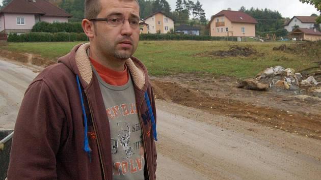 Starosta Pařezova Václav Faina by chtěl pro obec park i lepší cestu.