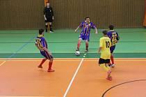 Futsalisté SK Bomber Domažlice (modré dresy) před týdnem porazili FC Dynamo Horšovský Týn 4:1.