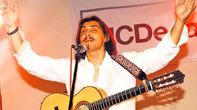 Osmý Městský ples v Horšovském Týně bude ve znamení cikánsko–španělských rytmů. Se skupinou Gipsy Kings Revival tu vystoupí i známý kytarista Marco Pillo.