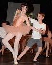 ALFRÉD KUBEC  při tanci s Alicí Jankovcovou.