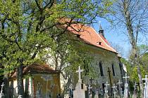 Kostel sv. vavřince nad Tasnovicemi už roky prosí o záchranu.