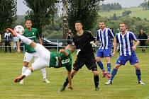 Jablonecký Mehanovič střílí třetí gól do sítě Domažlic.