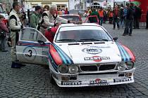 ATRAKTIVNÍ AUTA. Asi největším magnetem pro diváky bude nizoučká Lancia 037, s níž by měl startovat italský jezdec Beppe Volta. V předběžné startovní listině má číslo 9.