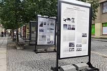 Výstava se nachází v alejích u náměstí Míru v Domažlicích.