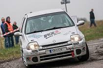 Česká posádka Přemysl Budín a Jan Němec v Renaultu Clio na trati 41. ročníku Rallye Tatry.