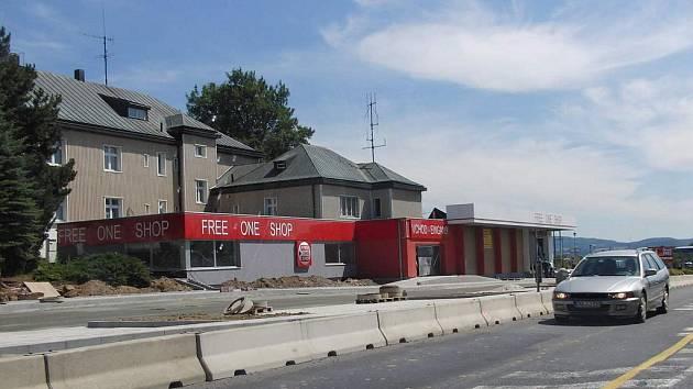 Bývalá administrativní budova celníků na hraničním přechodu Folmava.
