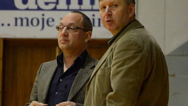 Trenér basketbalistů Jiskry Domažlice Karel Štípek s manažerem klubu Tomáše Budkou.