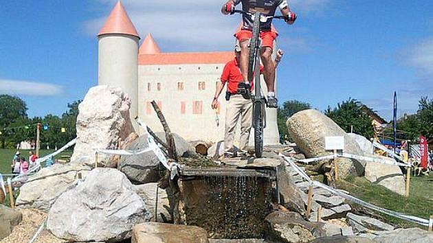 Na světovém poháru ve švýcarském Champventu startovali z jezdců Dynama Horšovský Týn Petr Šos a Jaromír Kašpar.