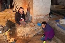Archeoložky objevily při vykopávkách v horšovskotýnském hradu a zámku i zlomky keramiky.