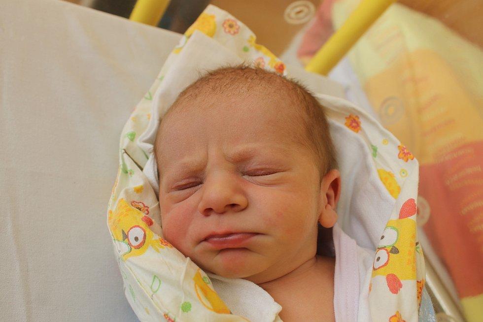 Samuel Doležal z Chodova se narodil 16. listopadu ve 20:17 v domažlické porodnici s váhou 3340 gramů a 50 centimetry.