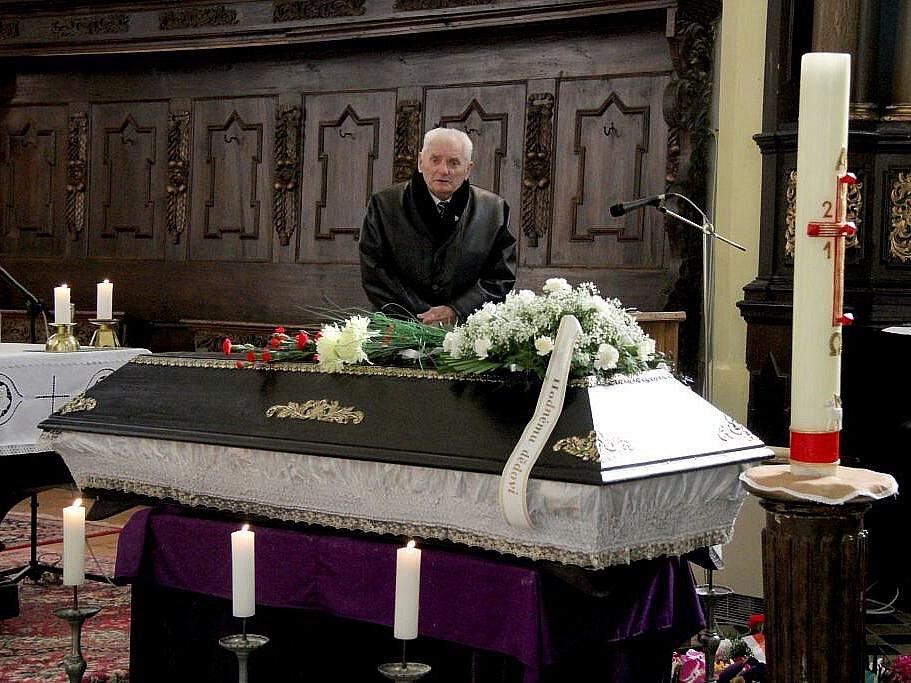 Poslední rozloučení s Antonínem Pavlíkem v Horšovském Týně.