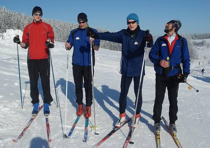 Jiří Královec (vpravo) na běžkách.