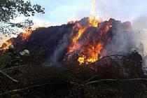 Požár stohu v Semněvicích.
