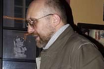 Běloruský novinář besedoval v Jazz rock caffé.