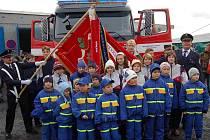 Kolovečská jednotka dobrovolných hasičů převzala  novou požární automobilovou cisternu. Tuto významnou událost spojili s oslavou 125. výročí založení sboru