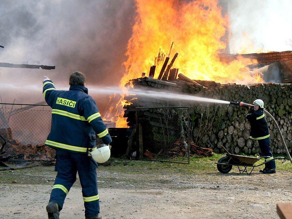 Požár stodoly v Semněvicích.